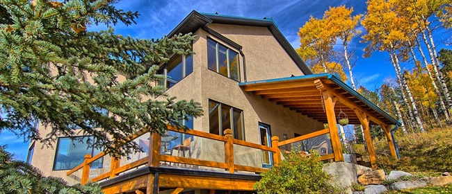 R2000 House near Calgary for Sale